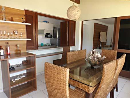 Apartamento de 3 Quartos em Condomínio Próximo à Praia