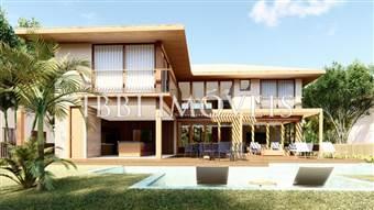 Luxury House in Exclusive Condominium